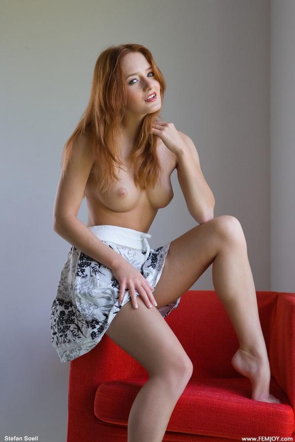 Denisa gatinha ruiva com um corpo sensual e um lindo rostinho.