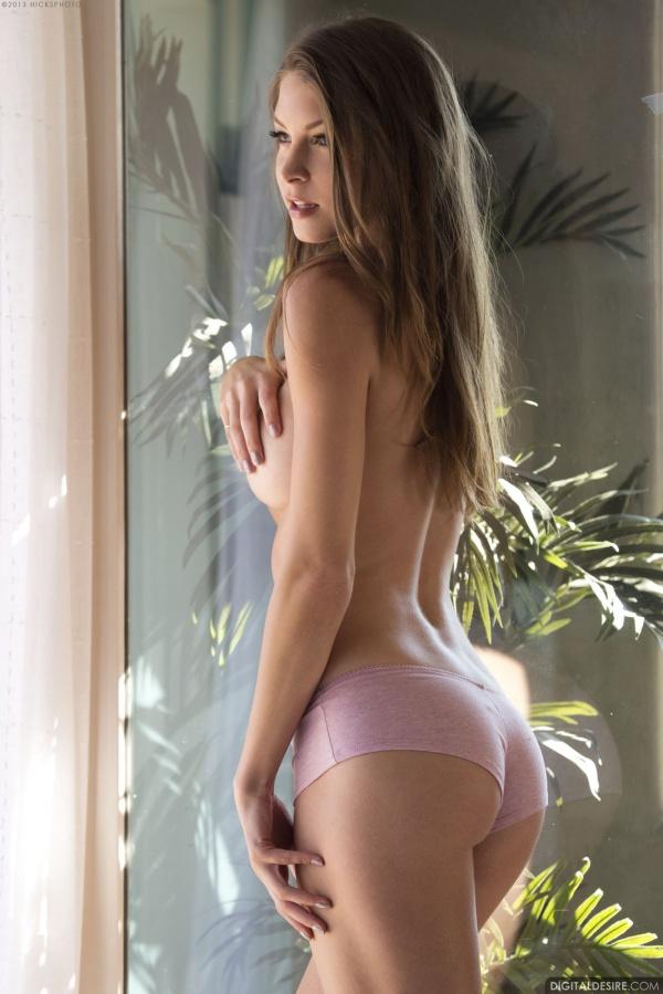 Amber Sym gatinha muito gostosa com um belo corpo sexy e sensual.