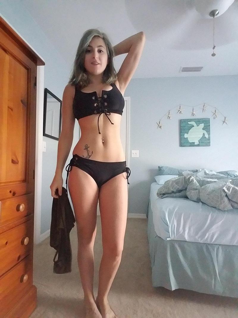 Amadora #1219 loira gostosa bem sensual safadinha tomando banho delicia