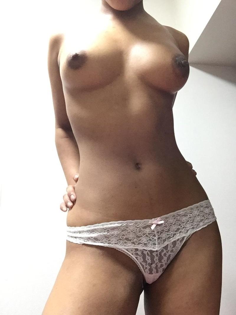 Amadora #1286 negra gostosa e safada peitinhos pequenos ninfeta