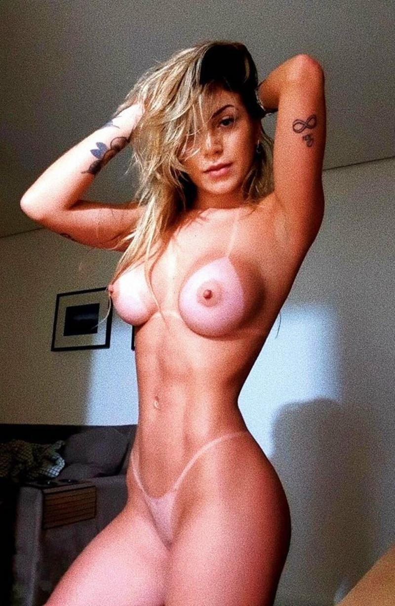 Amadora brasileira acompanhante de luxo pelada em fotos caiu