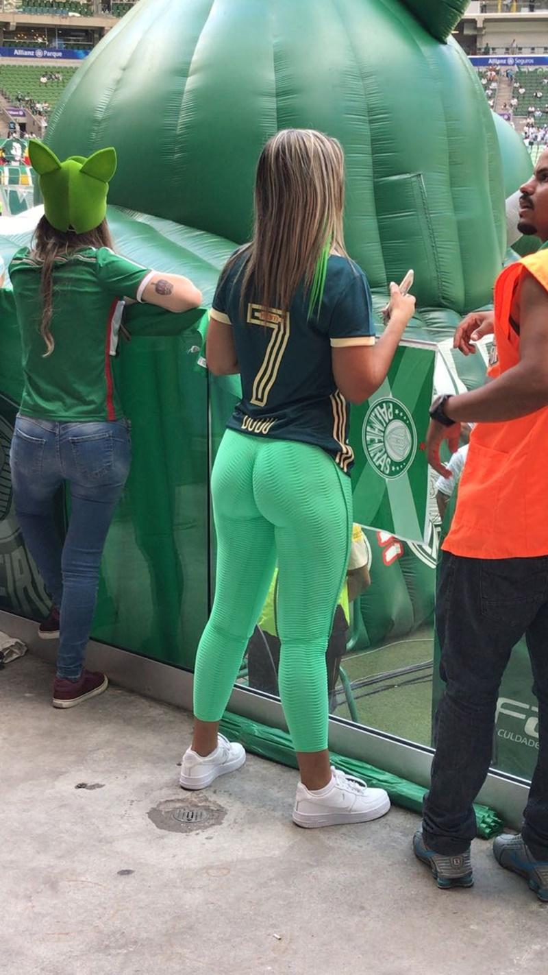 Brasileira torcedora do palmeiras caiu na net pelada em foto