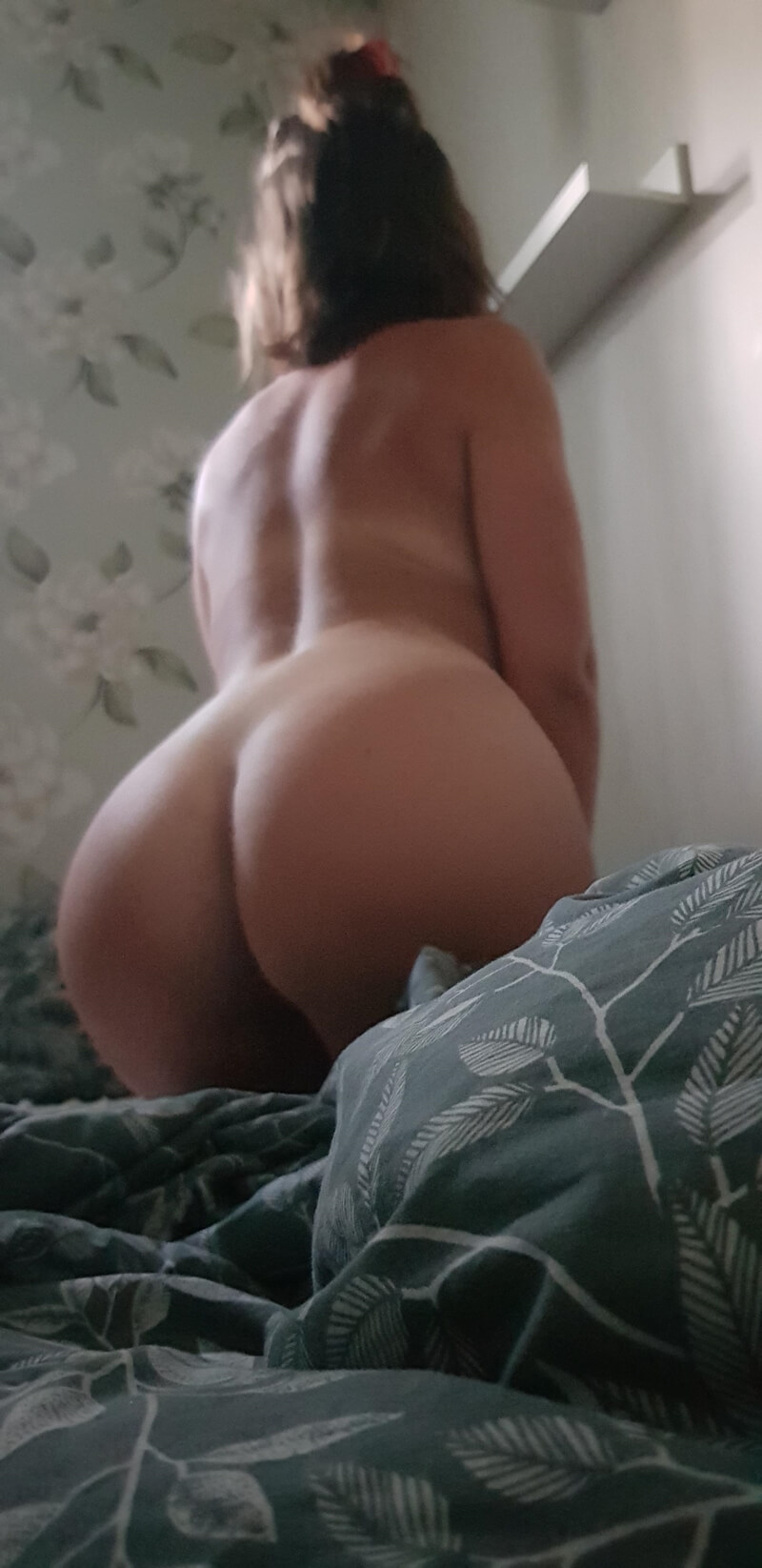 Morena safadinha muito gostosa e tesuda mostrando a buceta