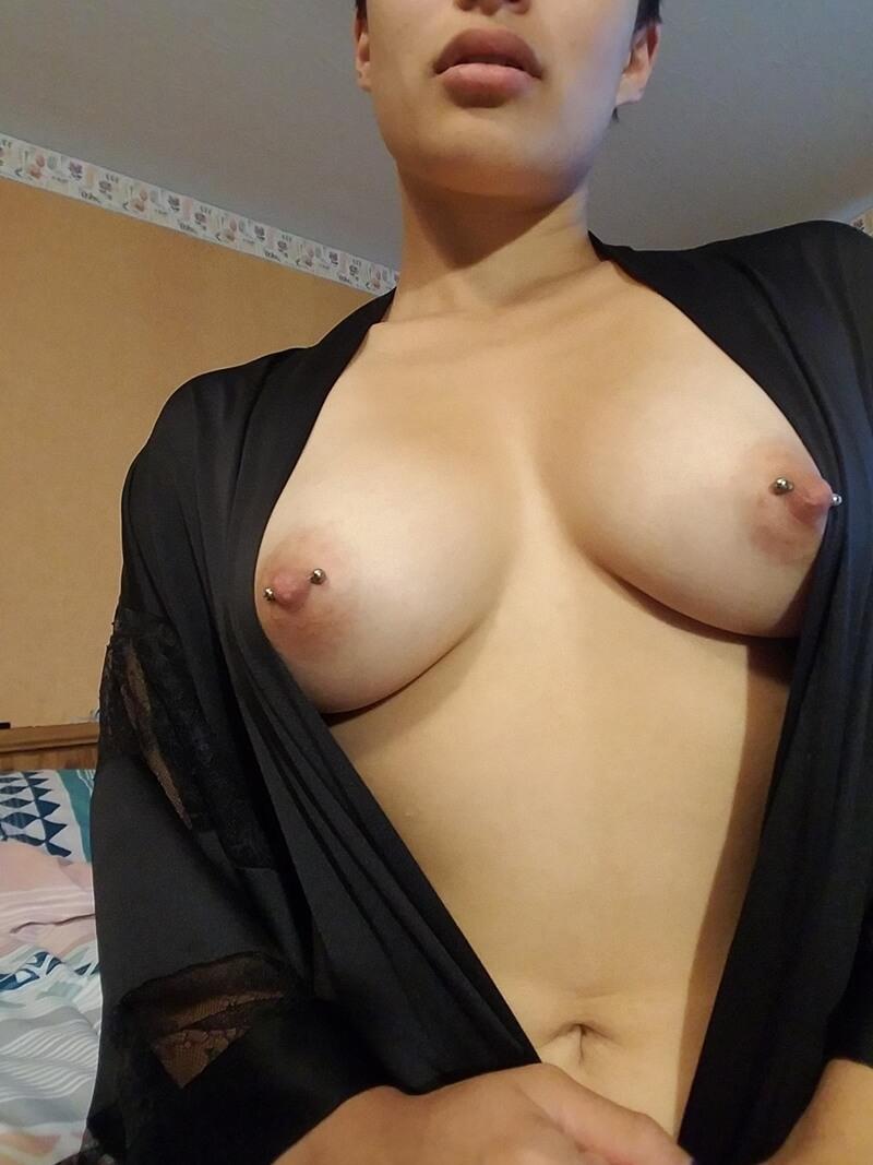 Amadora #1602 magrinha peitudinha muito gostosa e sensual pelada delicia