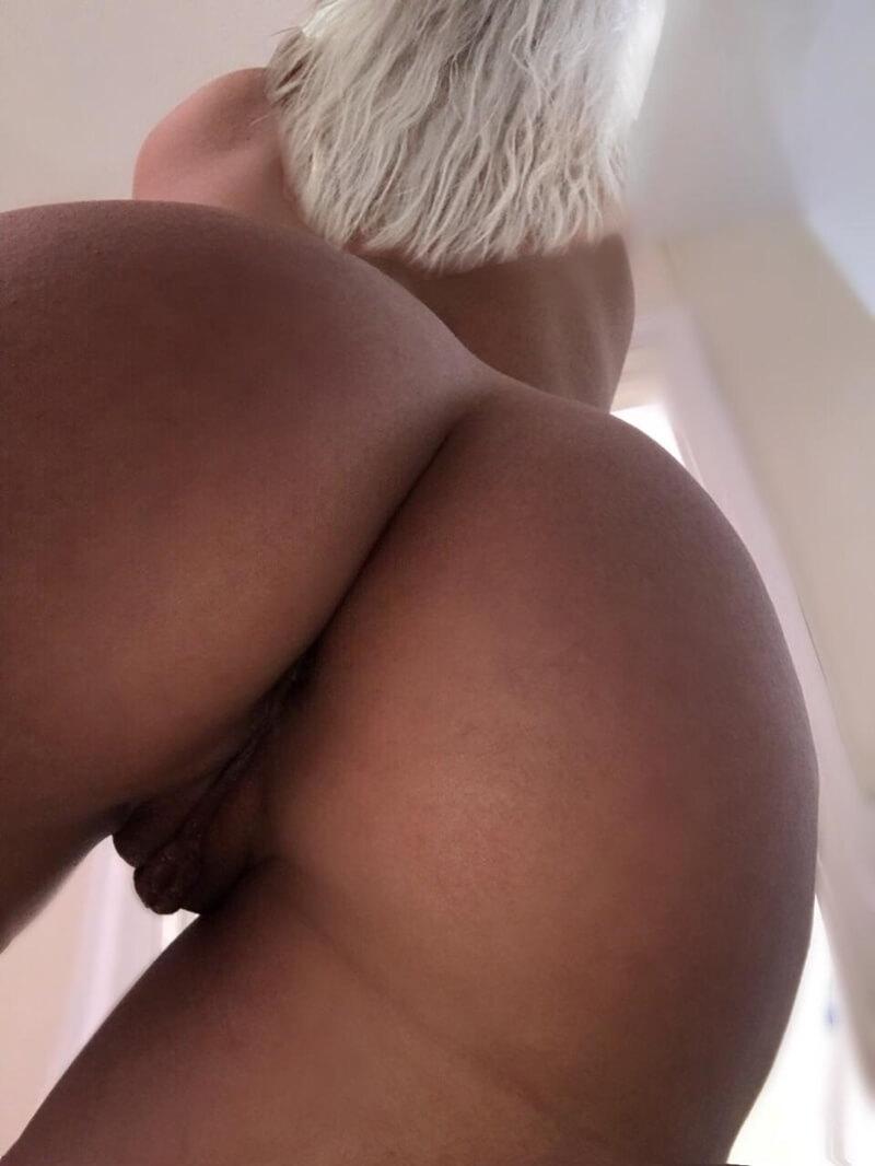 Nudes de uma loira gostosa e muito safada com tesão delicia