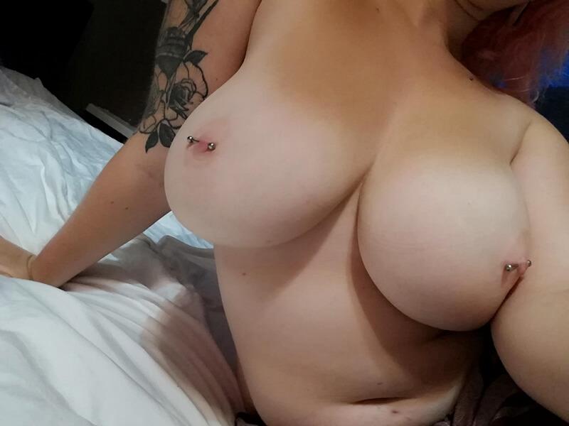 Amadora #1617 gordinha safada mandando nudes e mostrando os peitões delici