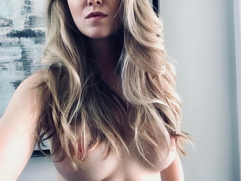 Amadora #1622 loira safada de seios lindos completamente nua muito gostosa