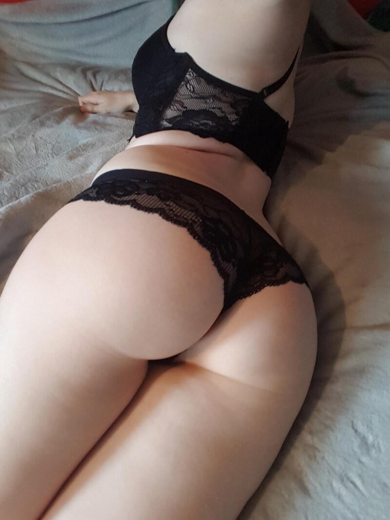 Amadora #1631 ninfeta sexy e gostosa de lingerie bem safada com tesão
