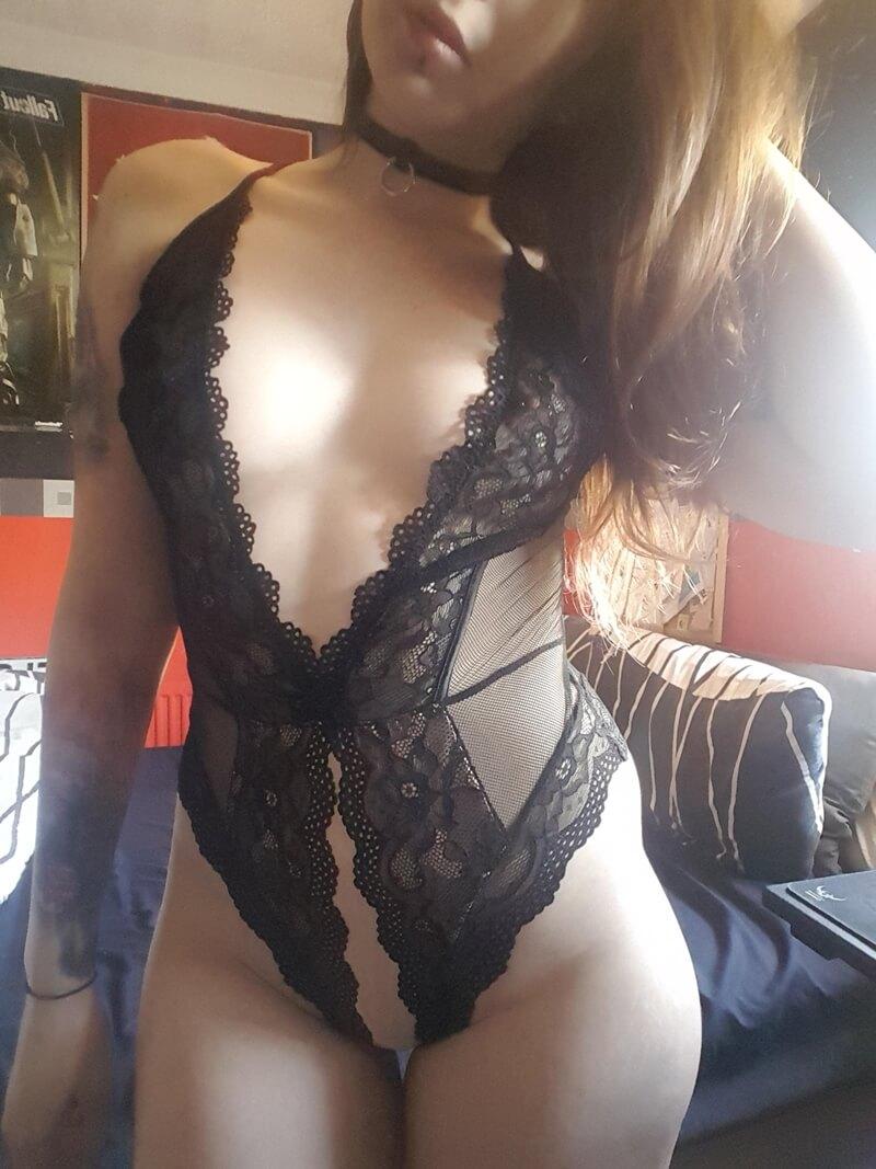 Ninfeta sexy e gostosa de lingerie bem safada com tesão