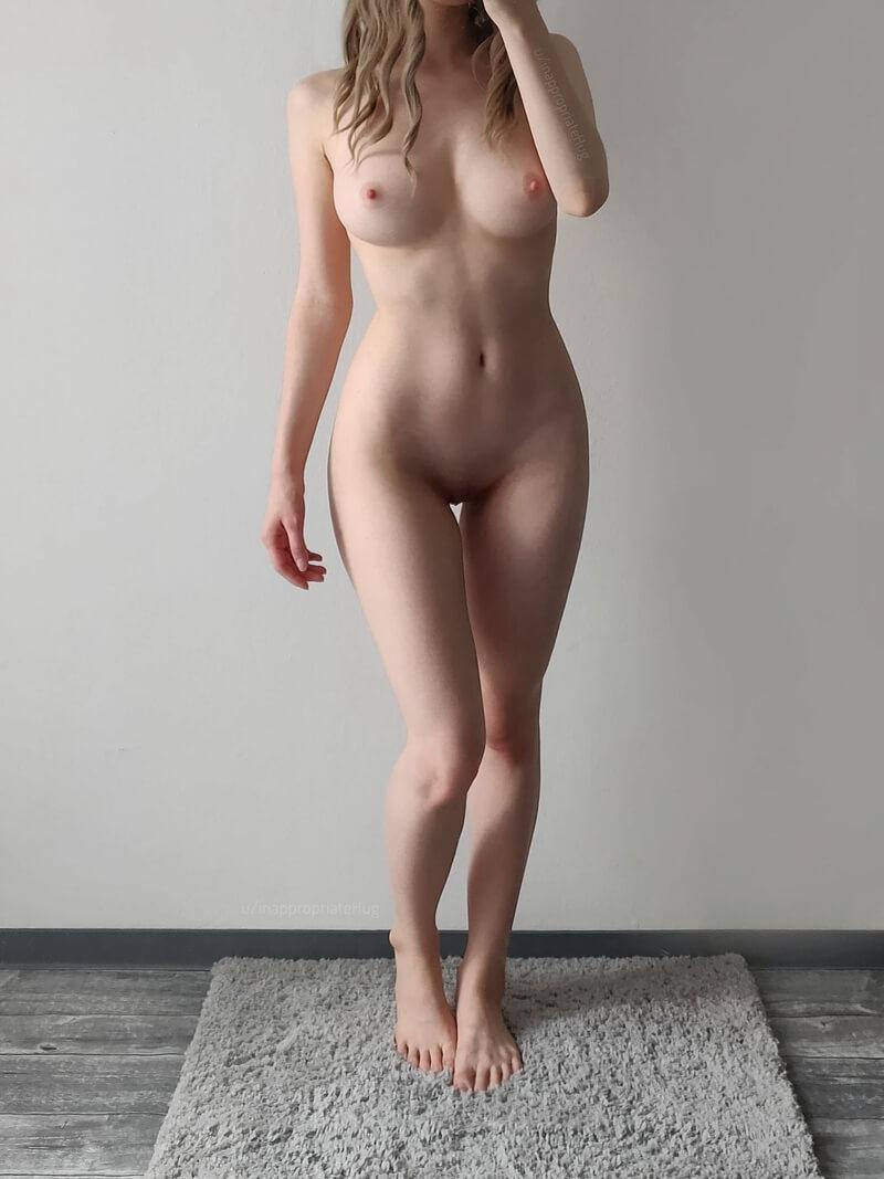Loirinha sexy de lingerie bem safadinha mostrando a buceta