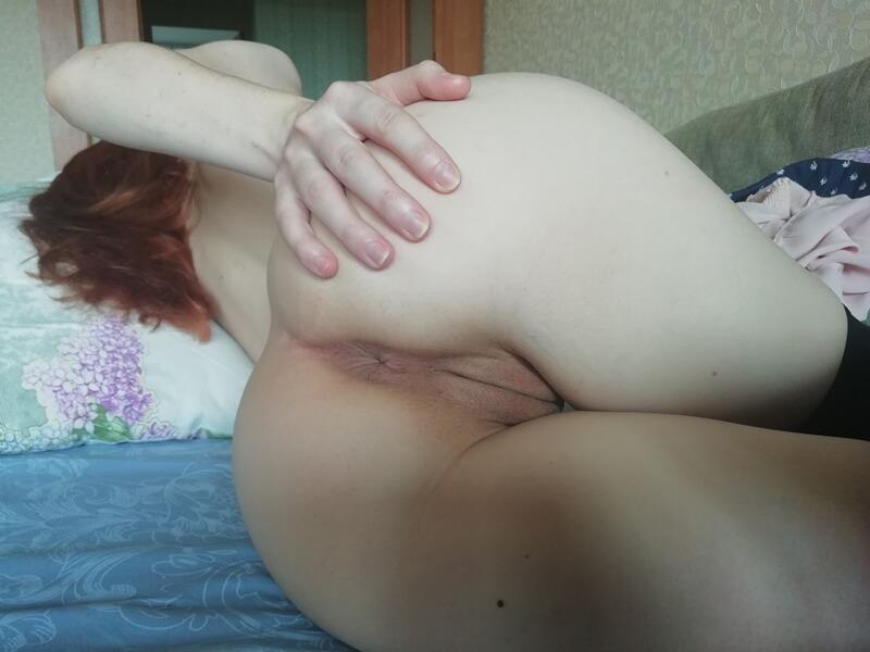 Ruivinha gostosa de quatro se masturbando delicia