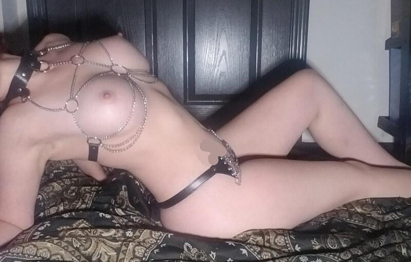 Peituda gostosa e sensual bem safada peladinha com tesão