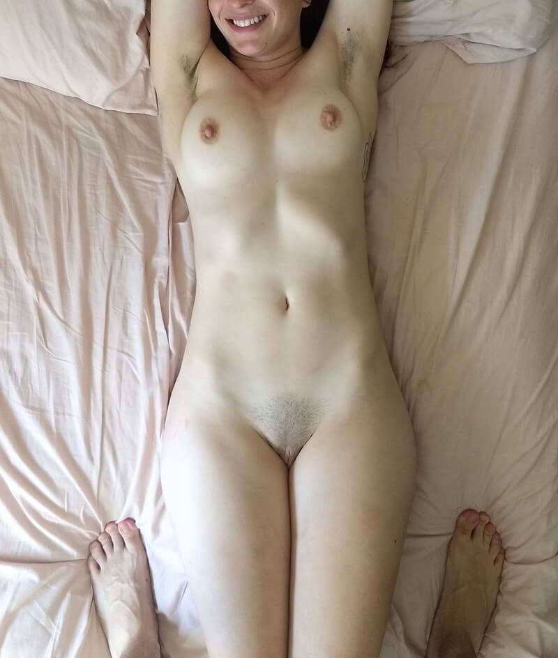 Amadora #1781 magrinha sensual e safada com plug anal cheia de tesão