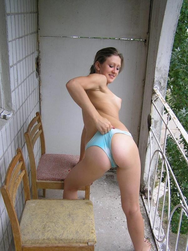 Бабы на балконе порно видео