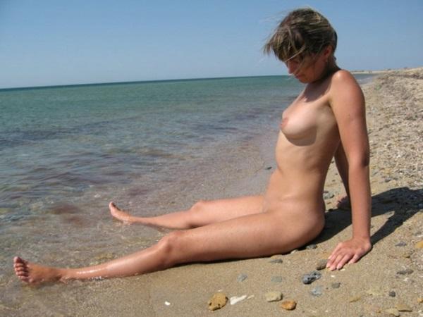 Amadora #552 russa loirinha bucetuda peladinha na praia bucetão gostoso