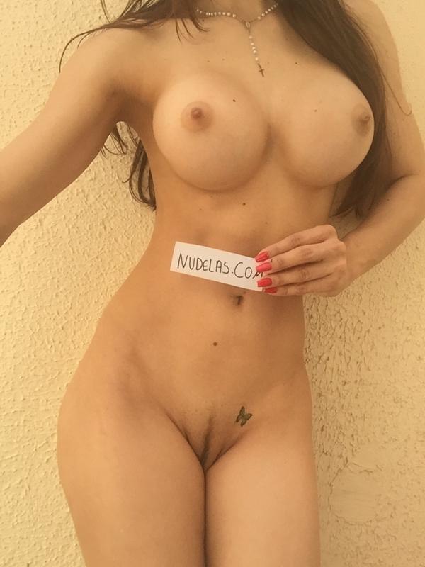 Nudelicia #74 amadora muito gostosa mostrando seu belo corpo.