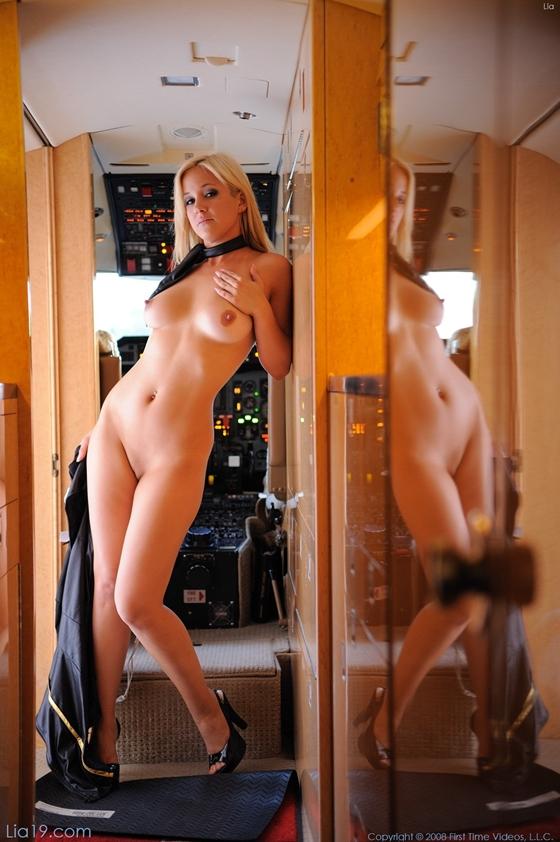 Видео голые в самолёте фото 90-310