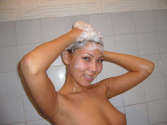 Казашка в ванной