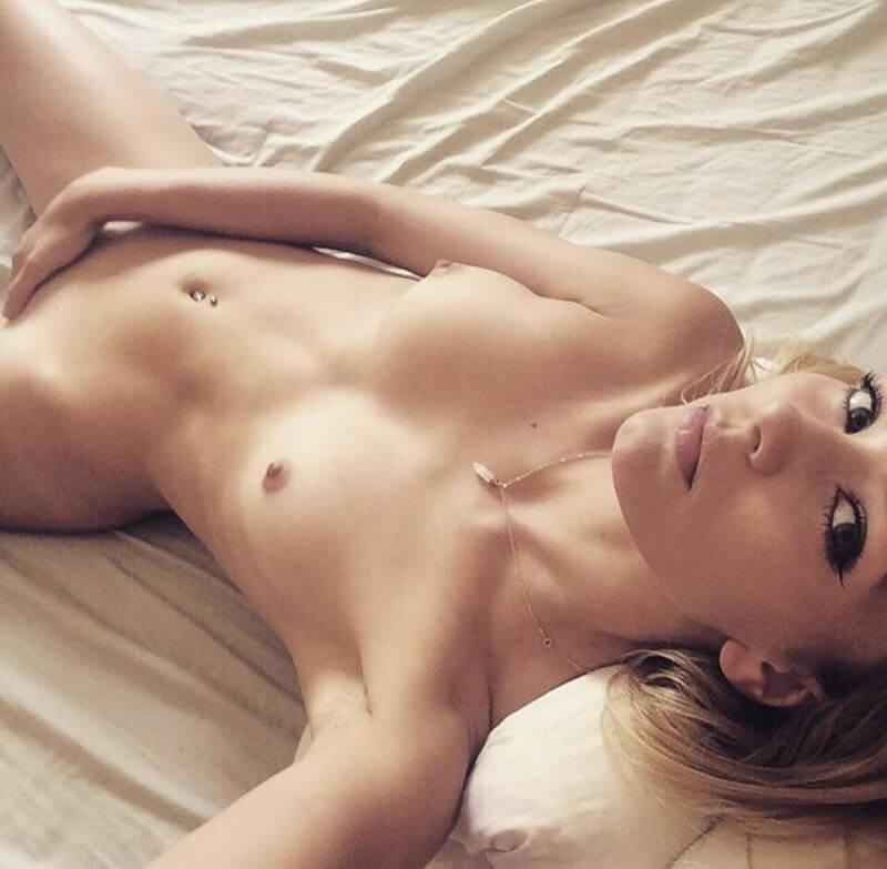 Fotos de lindas amadoras safadinhas e com tesão peladas