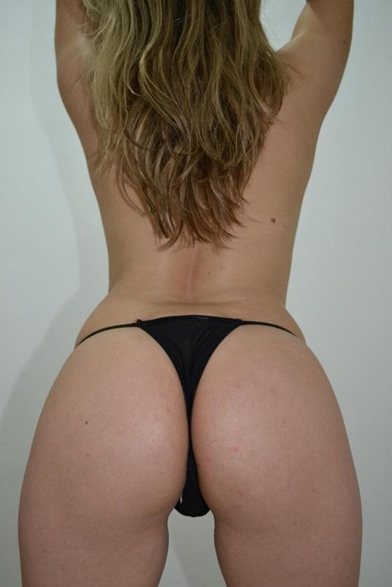 Essa é a @Mel_px uma loira muito gostosa que adora ser elogiada e ama tirar fotos.