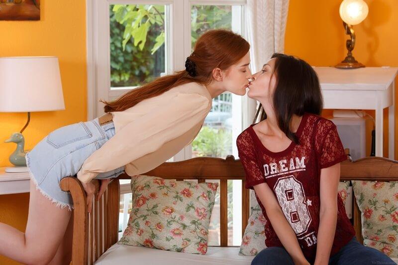 Lésbicas safadas com tesão chupando buceta bem delicia