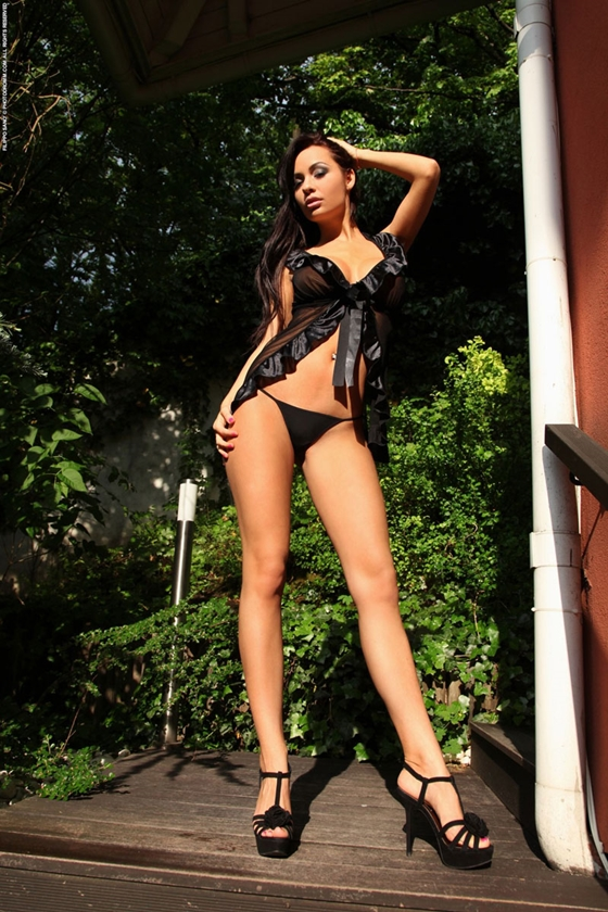 Adrienne Brown morena brasileira peituda e com bundona linda