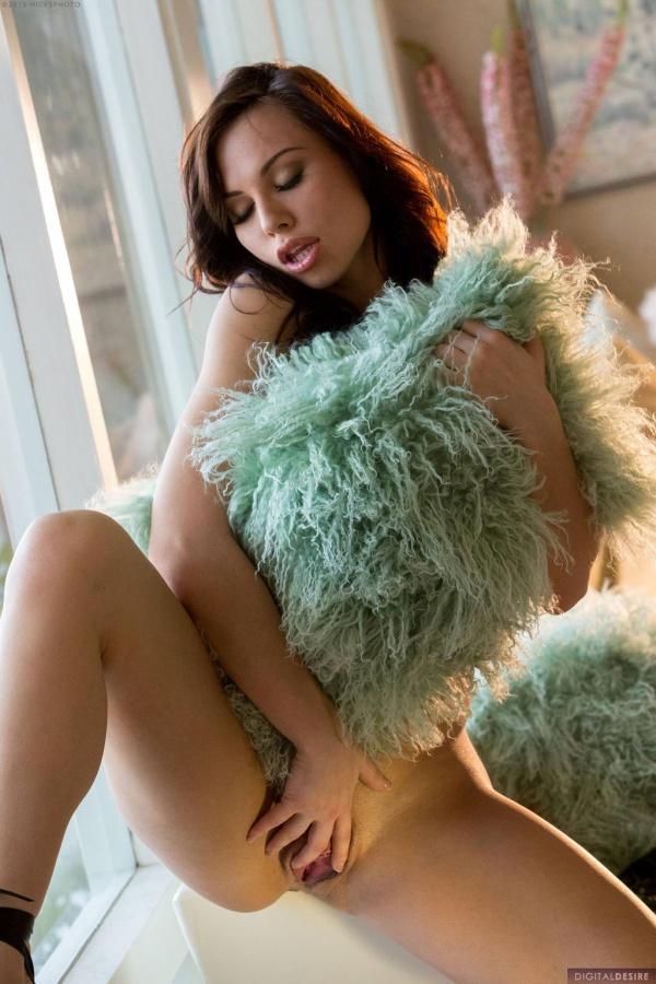 Morena gostosa muito delicia peladinha da buceta carnuda