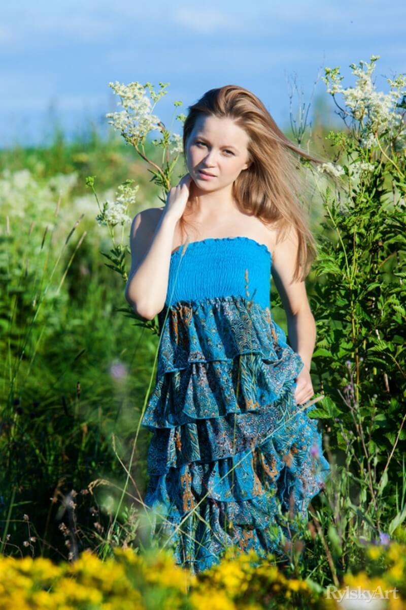 Alexandra uma mulher com seios perfeitos e uma bela bundinha linda.