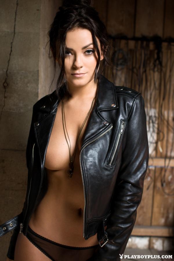 Alexandra Tyler  morena gostosa bem safada e com tesão peladinha na Playboy