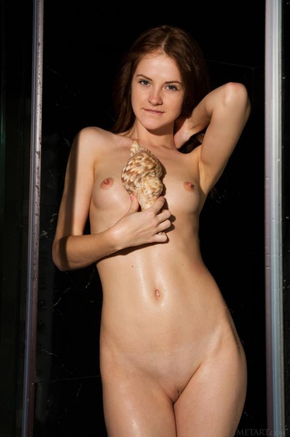 Gostosa tomando banho e mostrando seu lindo corpinho.