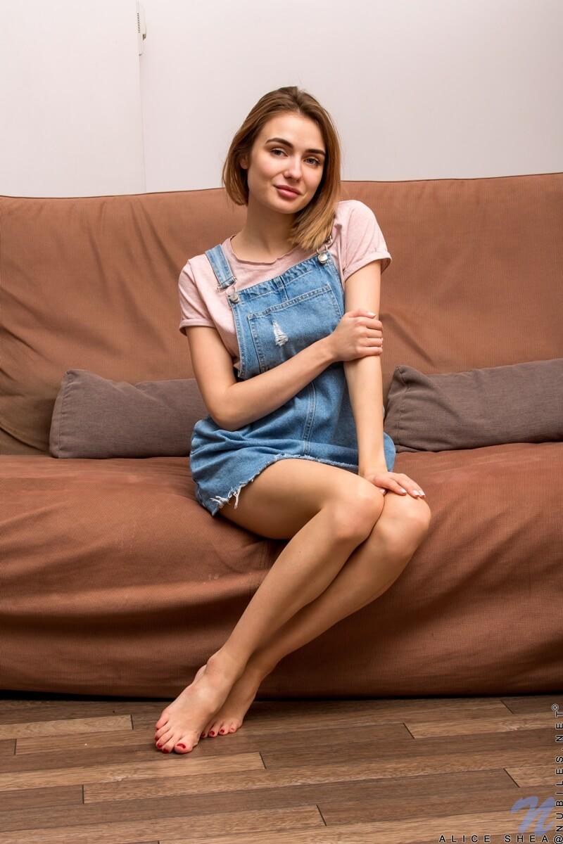 Alice Shea ninfetinha magrinha e gostosa com tesão peladinha
