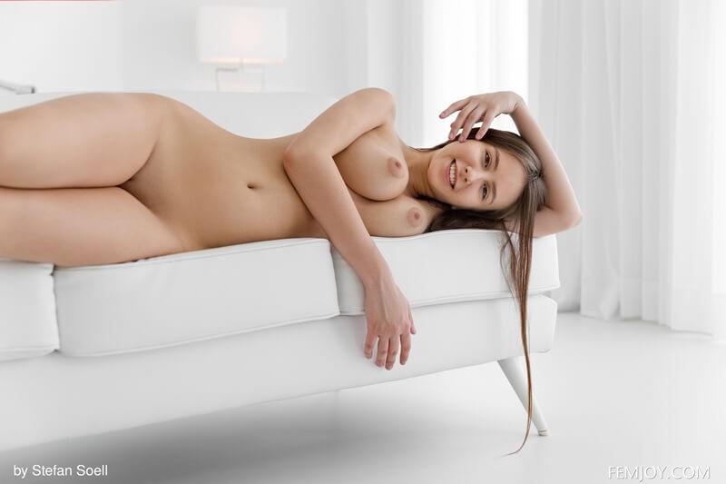 Peituda sensual e muito safada sem roupa bem delicia