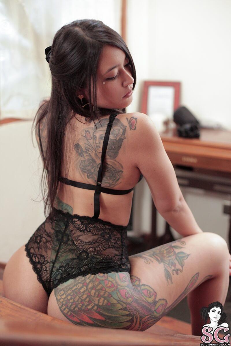 Morena peituda e muito gostosa com tesão peladinha bem linda