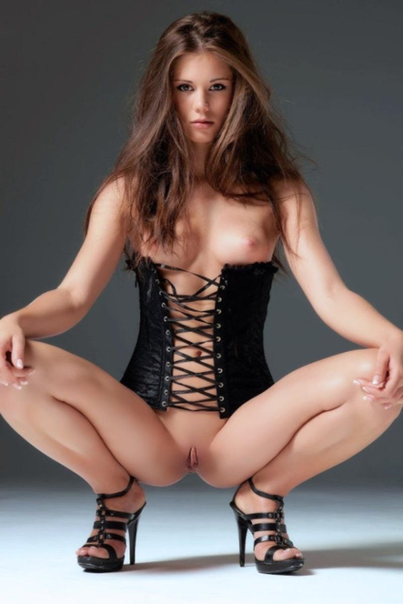 Gostosas bucetudas peladinhas mostrando a xota carnuda