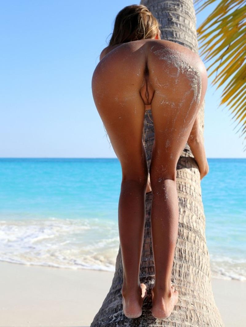Gostosas bucetudas peladinhas mostrando a bucetona carnuda