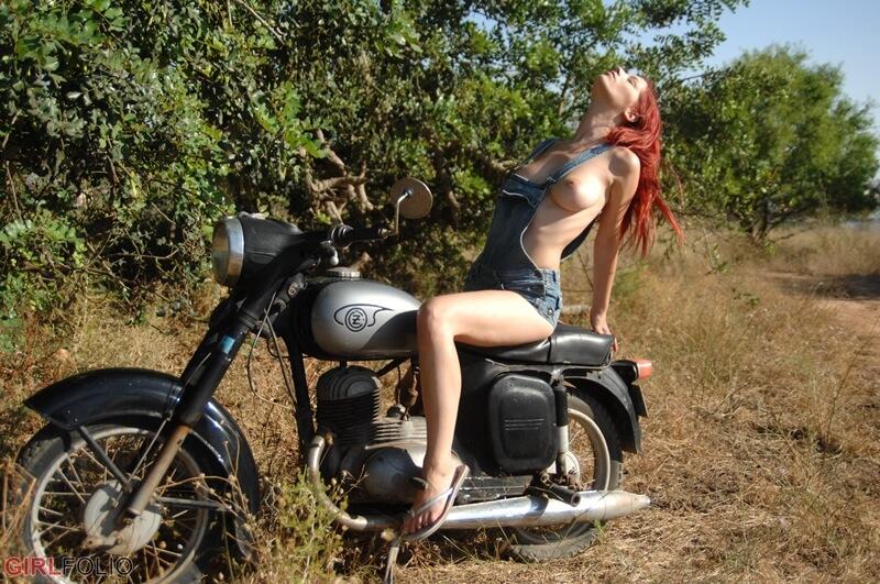 Ariel ruiva peituda e gostosa muito safada sem roupa delicia com t