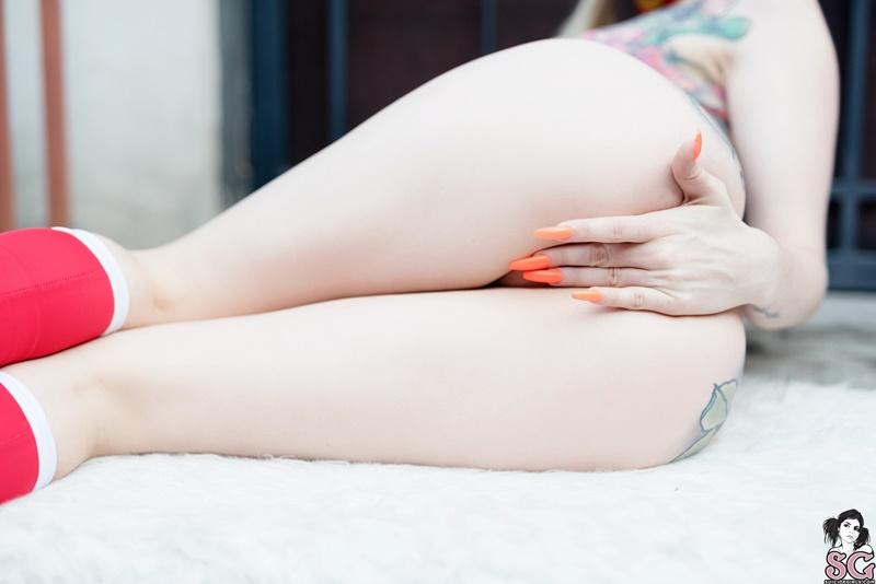 Loirinha safada peladinha mostrando os peitinhos delicia