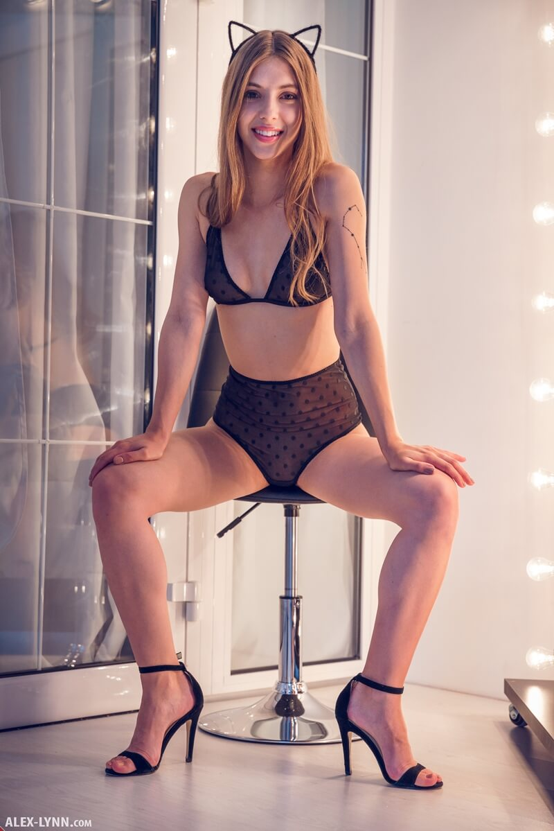 Avery ninfeta gostosa de lingerie bem safadinha com tesão delicia
