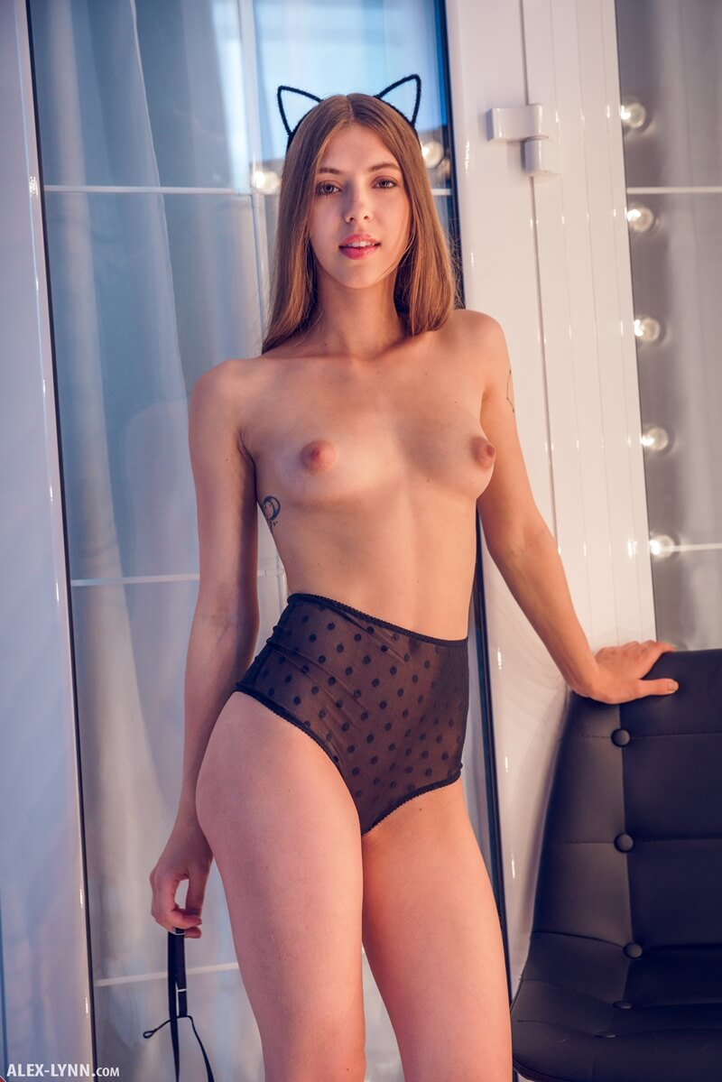 Ninfeta gostosa de lingerie bem safadinha com tesão delicia