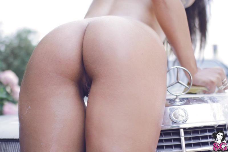 Morena gostosa rabuda pelada carro