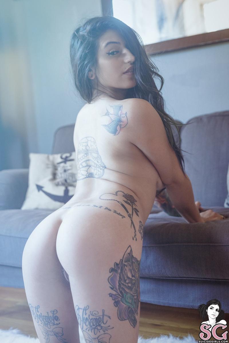 Morena sexy e peituda muito gostosa sem roupa safada