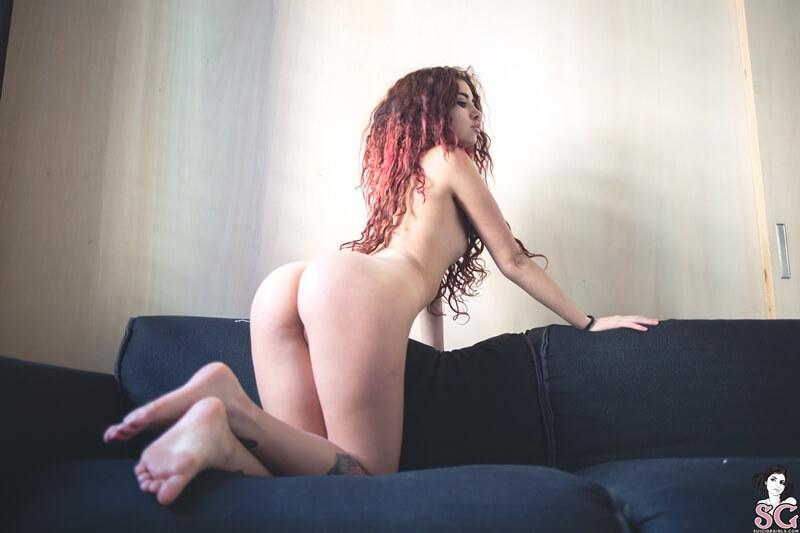 Gostosa sensual e muito safada com tesão peladinha