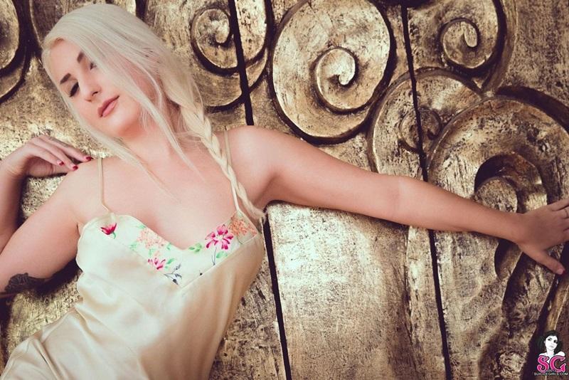 Bambina Suicide Girls loirinha gostosa peladinha tatuada seios perfeitos gostosa