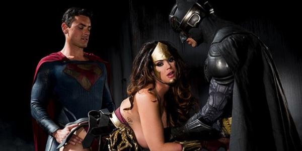 Batman vs Superman ganha versão porn, confira! paródia porno do filme Batman vs Superman, confira que filme fantástico.
