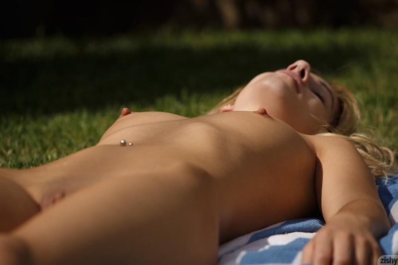 Ninfeta loirinha sexy e safadinha sem roupa muito gostosa