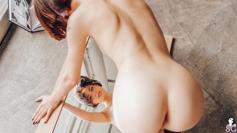 Morenaça rabuda e gostosa pelada