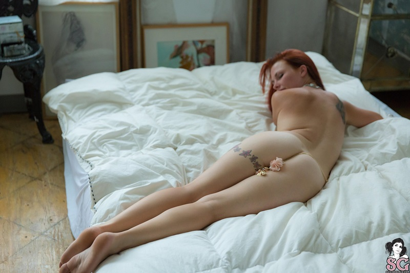 Ruiva rabuda tatuada pelada gostosa