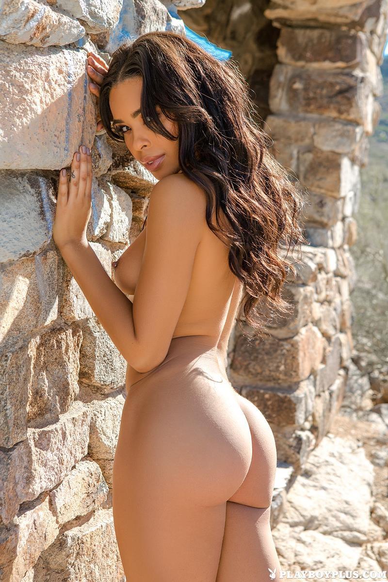 Morena gostosa bem sensual e safadinha para a Playboy
