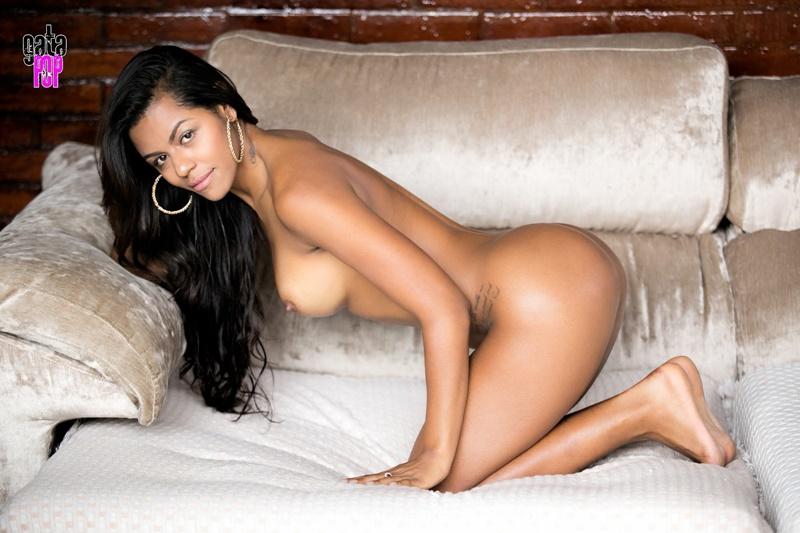 Morena brasileira pelada com seios enormes lindos