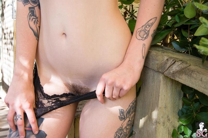 Gostosa peladinha muito safada da bucetinha peluda delicia